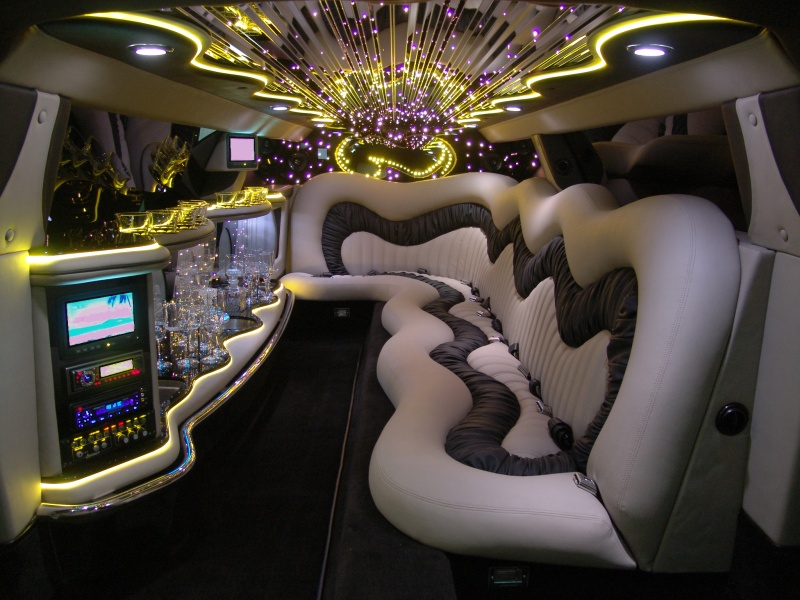 Chauffeur stretch Chrysler C300 Baby Bentley limousine hire interior in Bradford, Leeds, Huddersfield, York, Sheffield, Rotherham, West Yorkshire, South Yorkshire